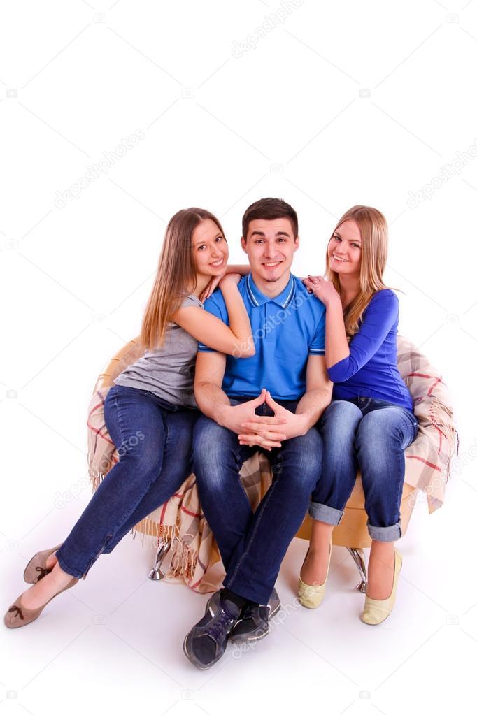 молодой пацан с двумя взрослыми телками