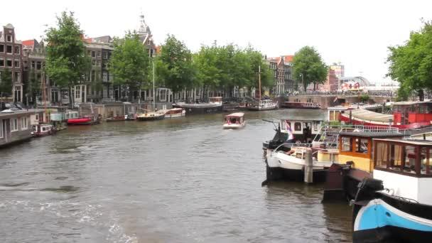 pohled na kanálu v Amsterdamu