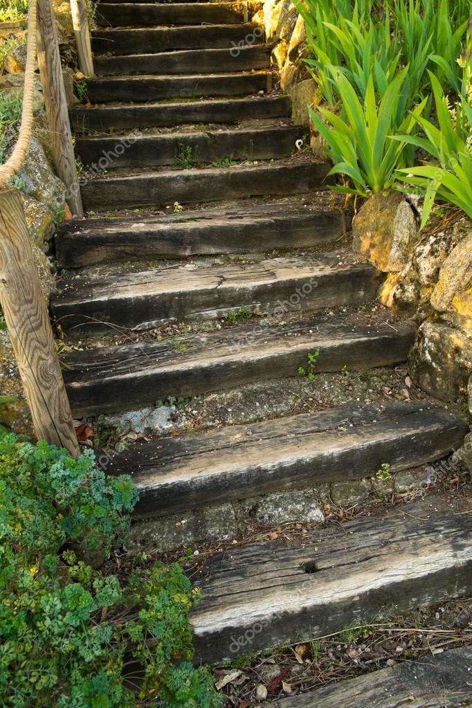 Viejas escaleras de madera al aire libre foto de stock - Escaleras al aire ...