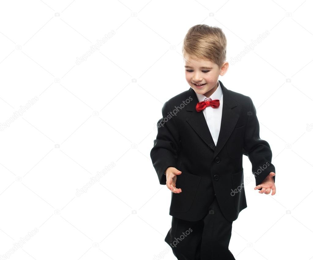 06af866d76 Kisfiú fekete öltöny elszigetelt fehér background — Fotó szerzőtől ...