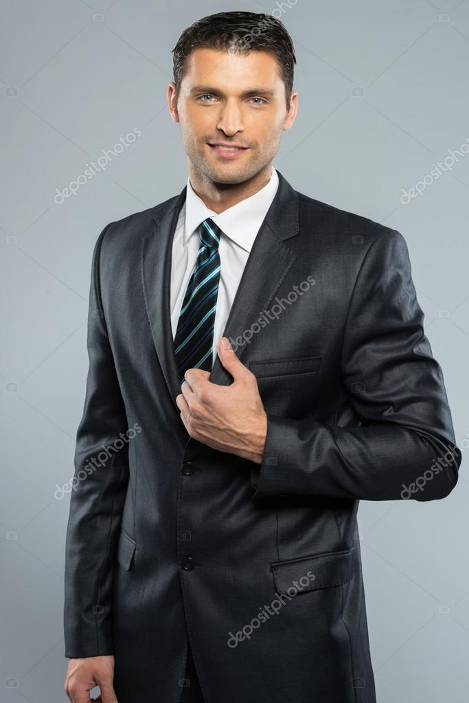 Hombre Guapo Bien Vestido Con Traje Negro Y Corbata Fotos De Stock