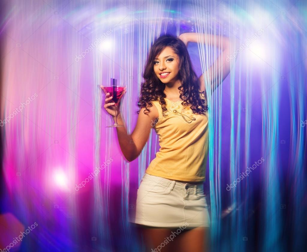 Девушка танцует в клубе в коротком платье видео — pic 13