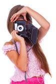 Portrét mladé dívky, pózuje s fotoaparátem