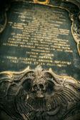gotischer Totenkopf mit Flügeln