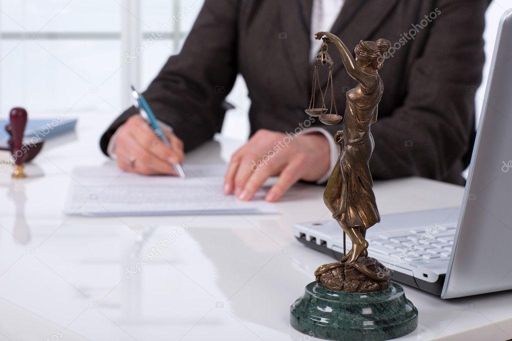 в связи с передачей в собственность физическим и юридическим лицам имущества в результате прекращения (ликвидации или реорганизации) юридического лица