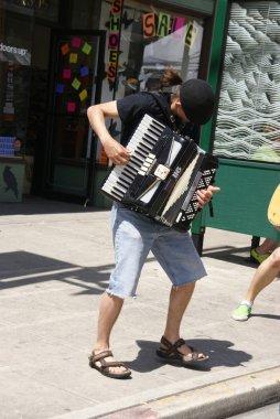 sokak müzisyeni oyun akordeon