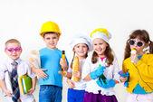 Fotografia bambini che giocano nelle professioni