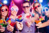 mladá společnost na dovolené
