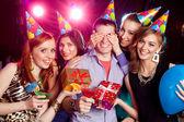 Oslava narozenin v nočním klubu
