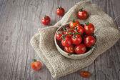 čerstvá cherry rajčata
