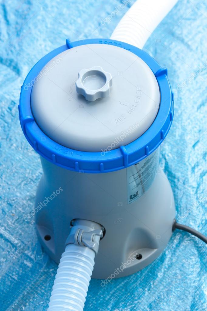 Pompe avec un filtre pour le traitement de l 39 eau dans une piscine photographie galina2703 - Pompe a filtre pour piscine ...