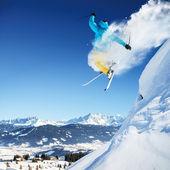 Fotografie skákání lyžař