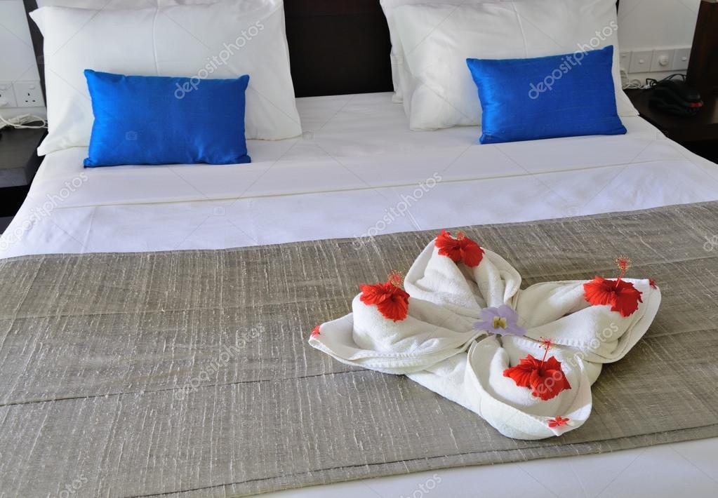 Decoracion De Toallas Con Flores Habitacion En Un Hotel Con Una - Decoracion-con-toallas