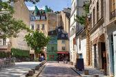 hagyományos párizsi utca.