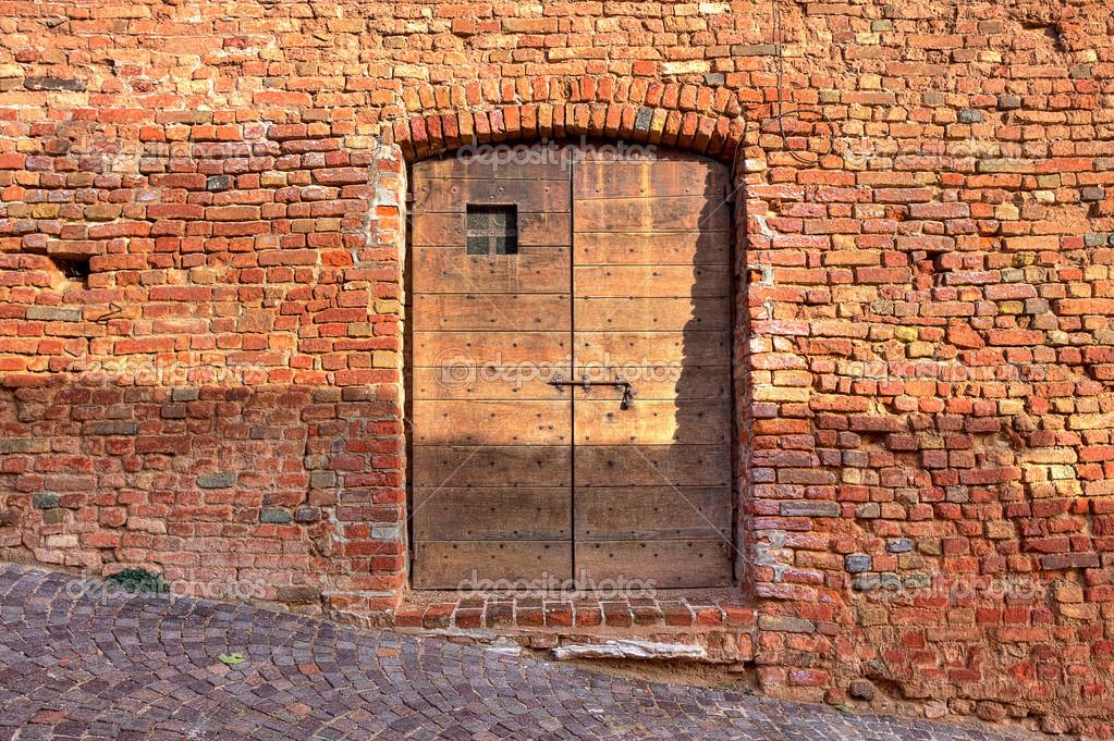 Mur De Briques Avec Porte En Bois  Photographie Rglinsky