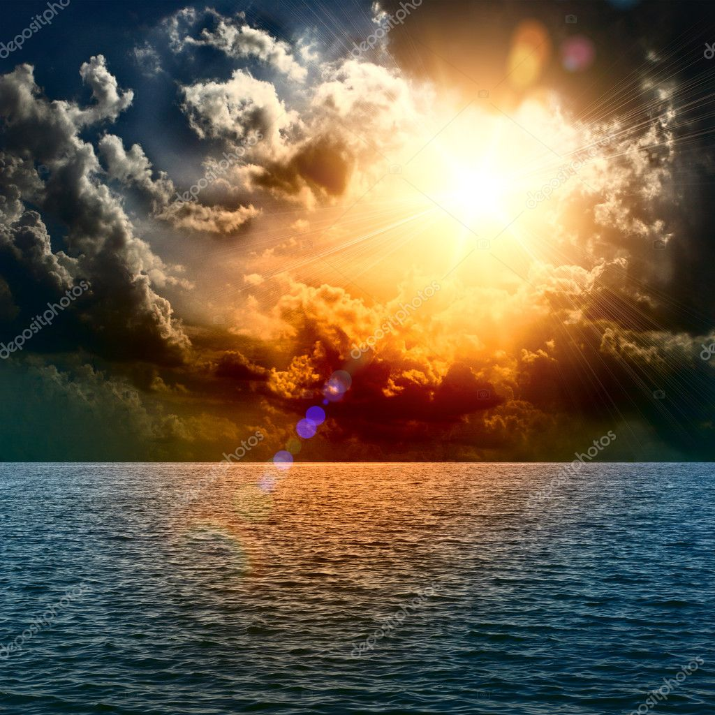 Фотообои Желтый закат посреди океана