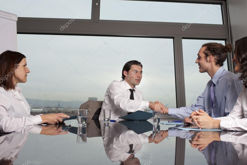 Business-Vertrag zwischen den Firmen — Stockfoto © adamgregor #18239815