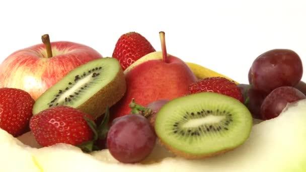rotující hromadu různých čerstvé ovoce