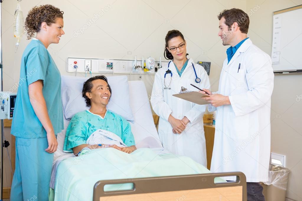 Joven enfermera golpeada por su paciente y médico 5