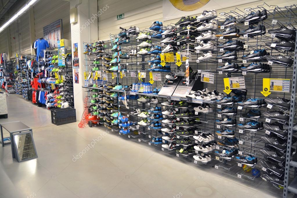 71440a74809 αθλητικά παπούτσια κατάστημα – Εκδοτική Εικόνα Αρχείου © ibogdan ...