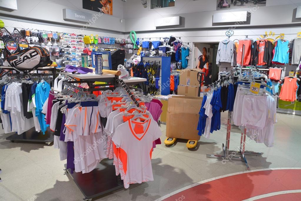 83e18161a loja de roupas esportivas — Fotografia de Stock Editorial © ibogdan ...