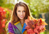 Fotografie portrait of beautiful young woman in herbst-park