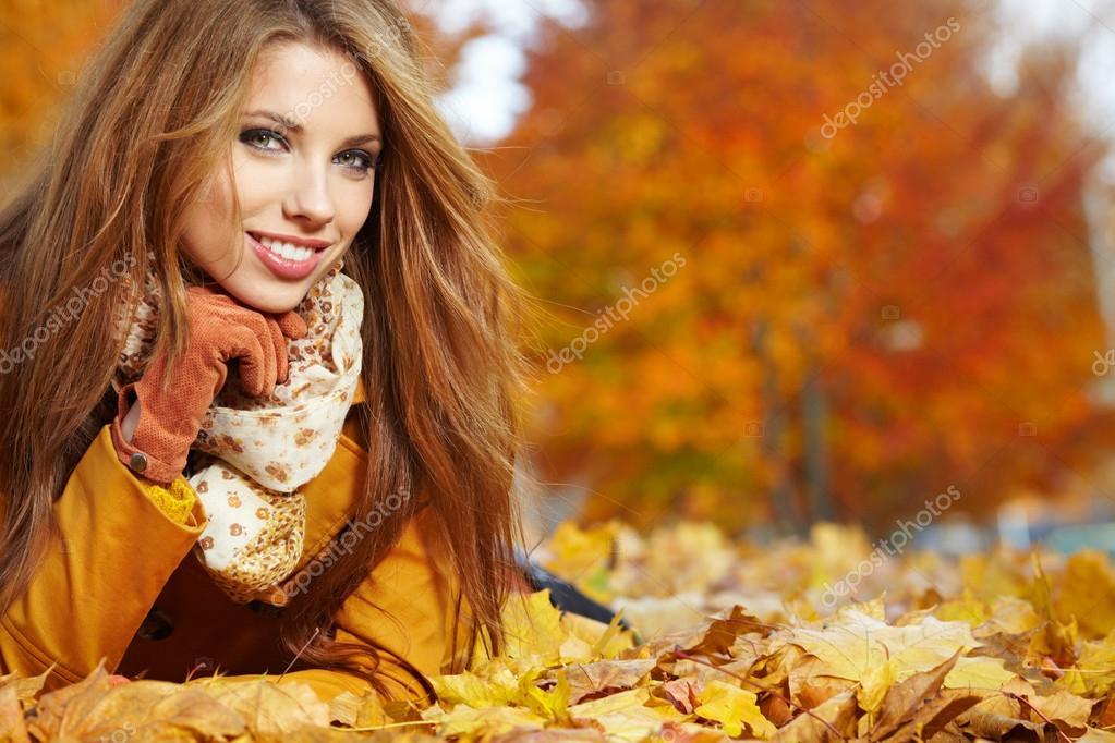 autumn woman on leafs