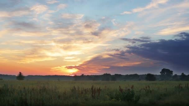 krajina, louku při západu slunce