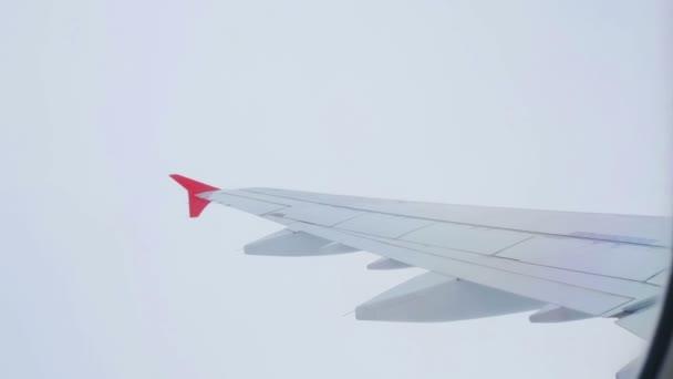 Flugzeugflügel - der Blick aus der Kabine