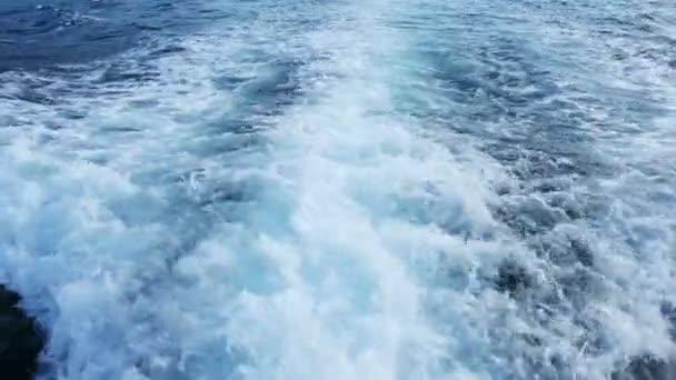modrý oceán moře se rychle jachtě člun probuzení pěna mytí vrtule