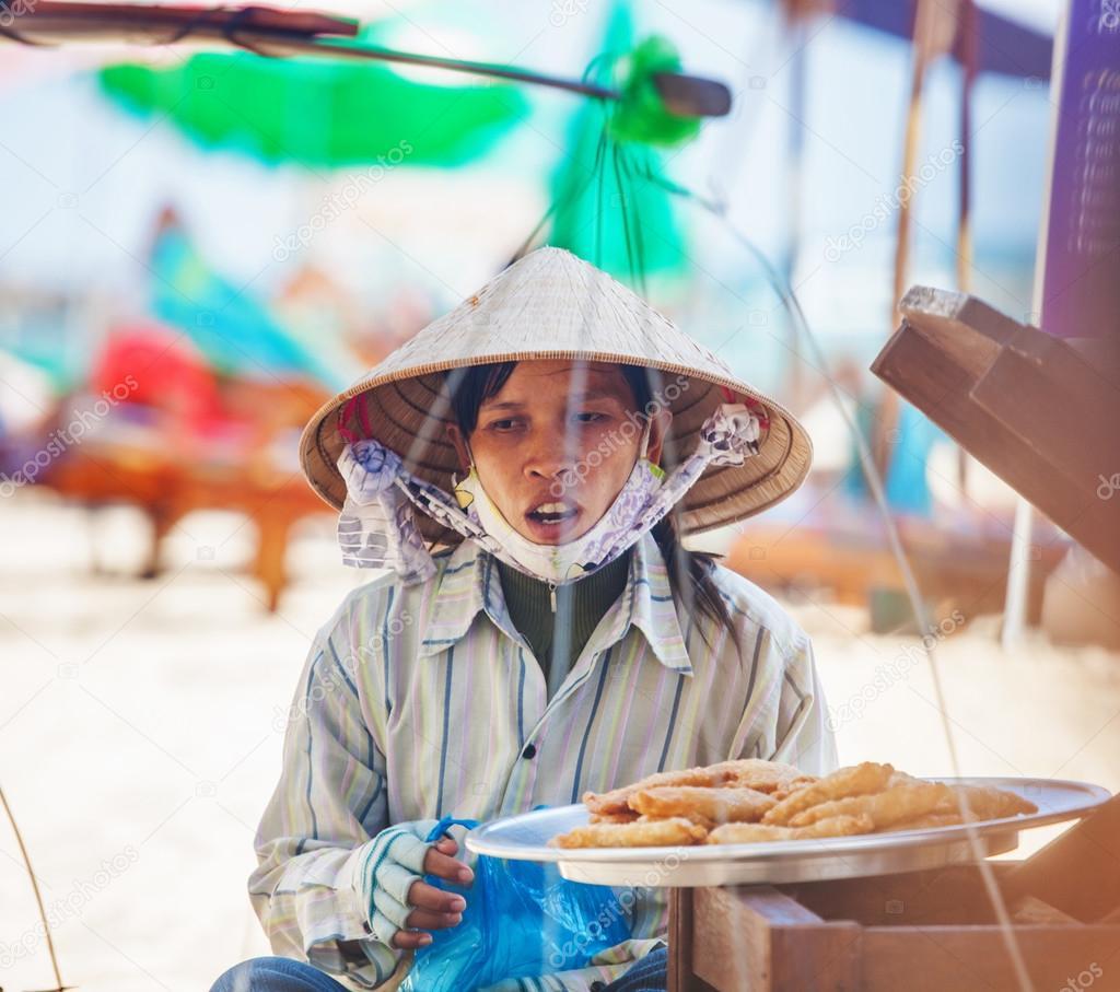 donna vietnamita tradizionale copricapo — Foto Stock © deltaoff ... 856cab812600