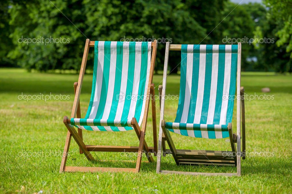 Tuinbank Hyde Park.Ligstoelen Londen Engeland Stockfoto C Arsty 50454805
