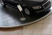 Fotografie nové auto v showroomu na prodej