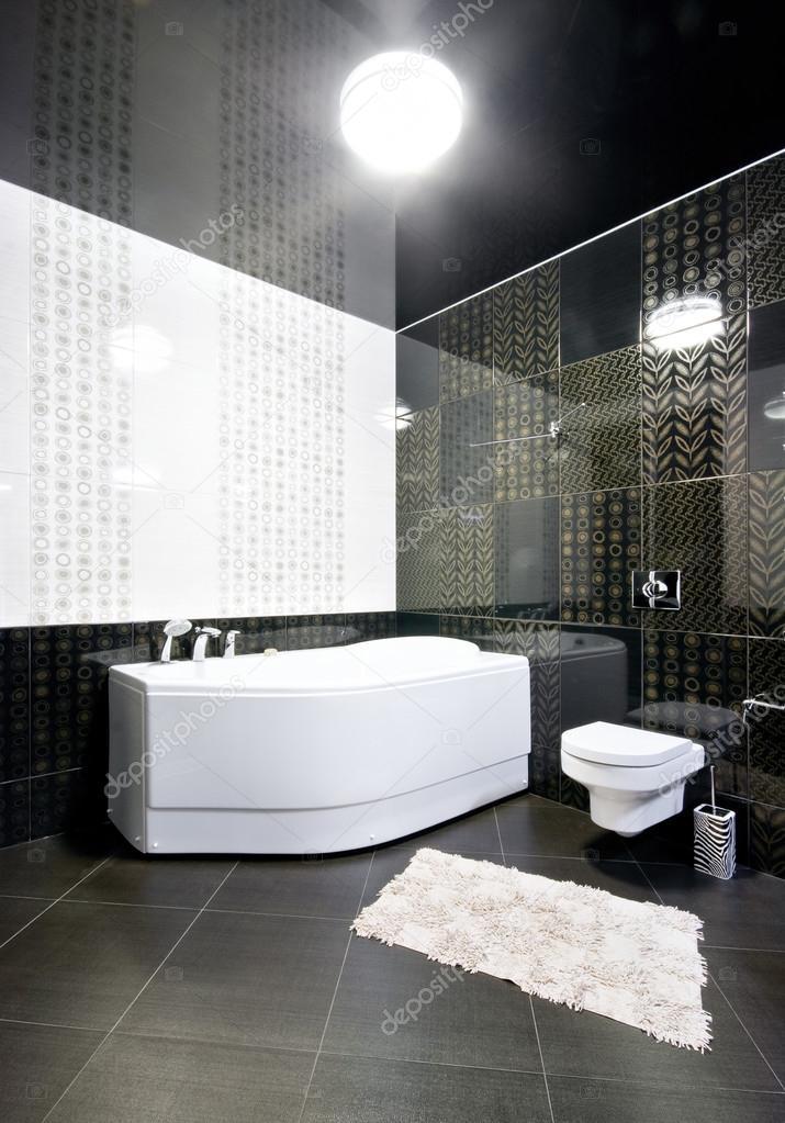 nuevo interior del cuarto de baño blanco y negro — Fotos de Stock ...