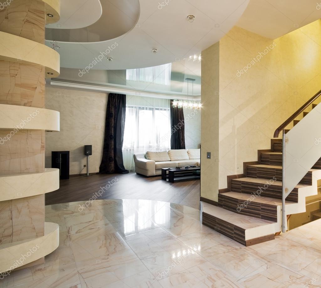 h tel de luxe avec escalier dans une maison neuve photographie yegorp 41708691. Black Bedroom Furniture Sets. Home Design Ideas