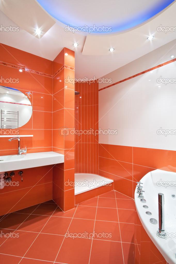 Cuarto de ba o en colores naranjas y blanco foto de - Precio cuarto de bano ...