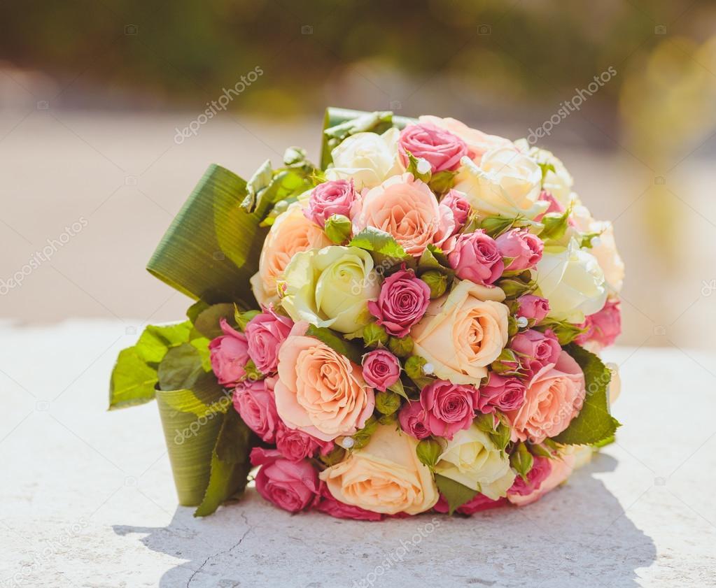 Bellissimo mazzo di fiori da sposa foto stock saharrr for Disegni del mazzo del cortile anteriore