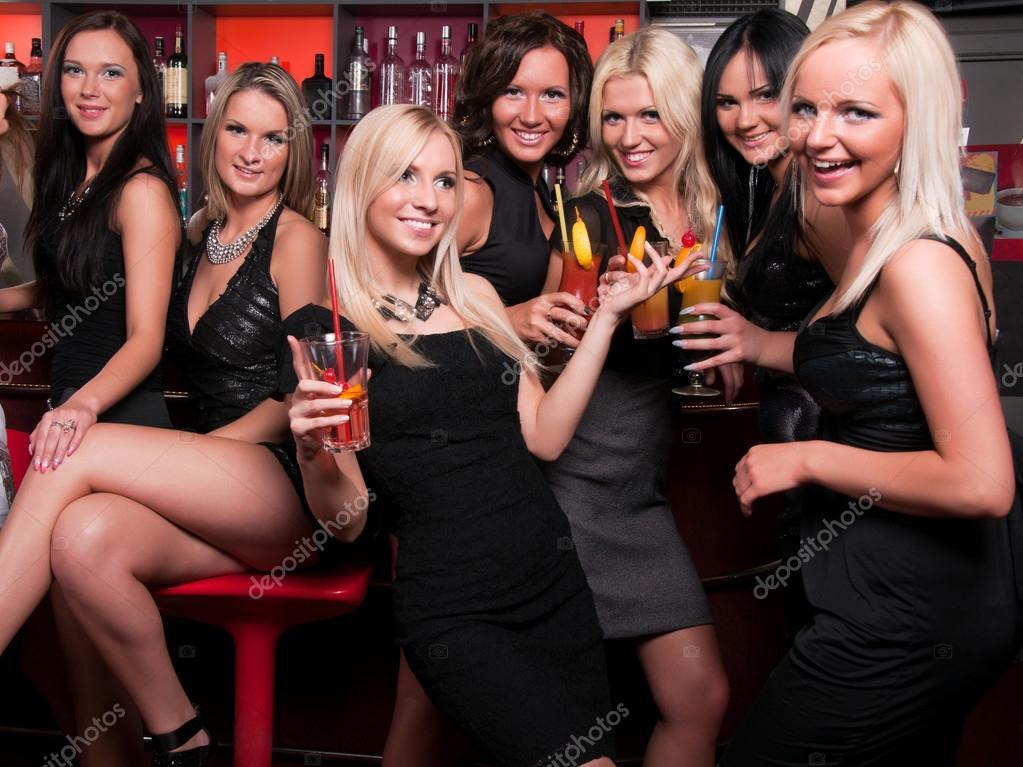 Компания девчонок в клубах фото 510-488