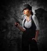 Frau mit Waffe