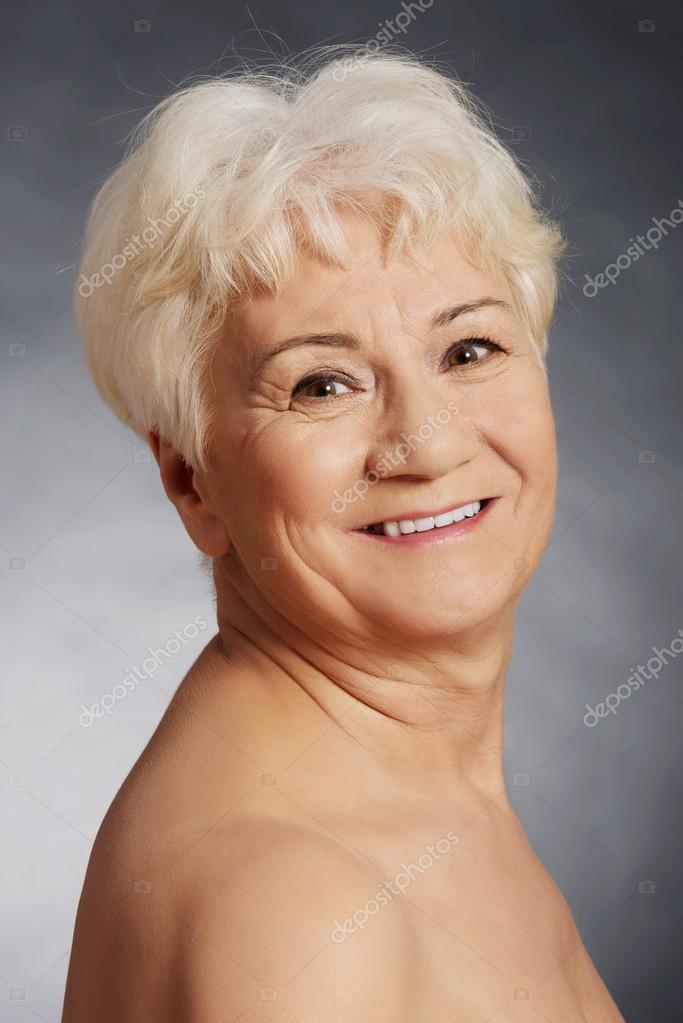 gammal naken kvinna