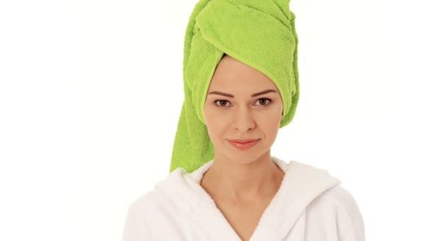 krásná žena v turbanu a župan.