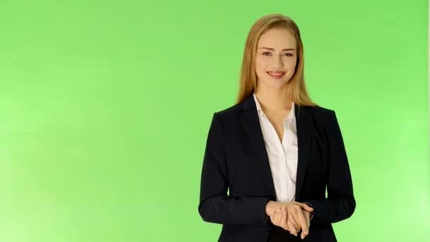mladé ženy mluví a reklama