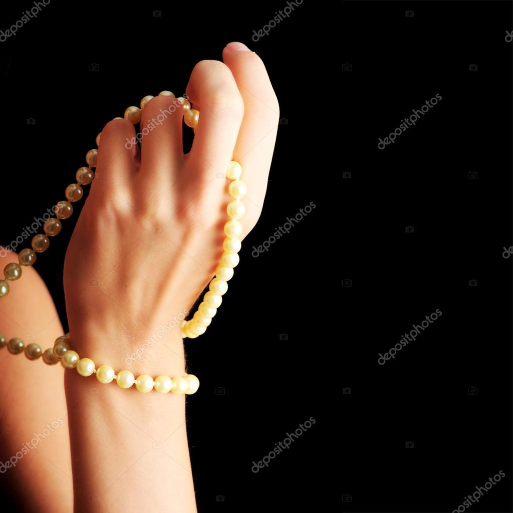 e5bd244080b4 mujer con un collar de perlas — Fotos de Stock © piotr marcinski ...
