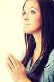 Žena se modlí