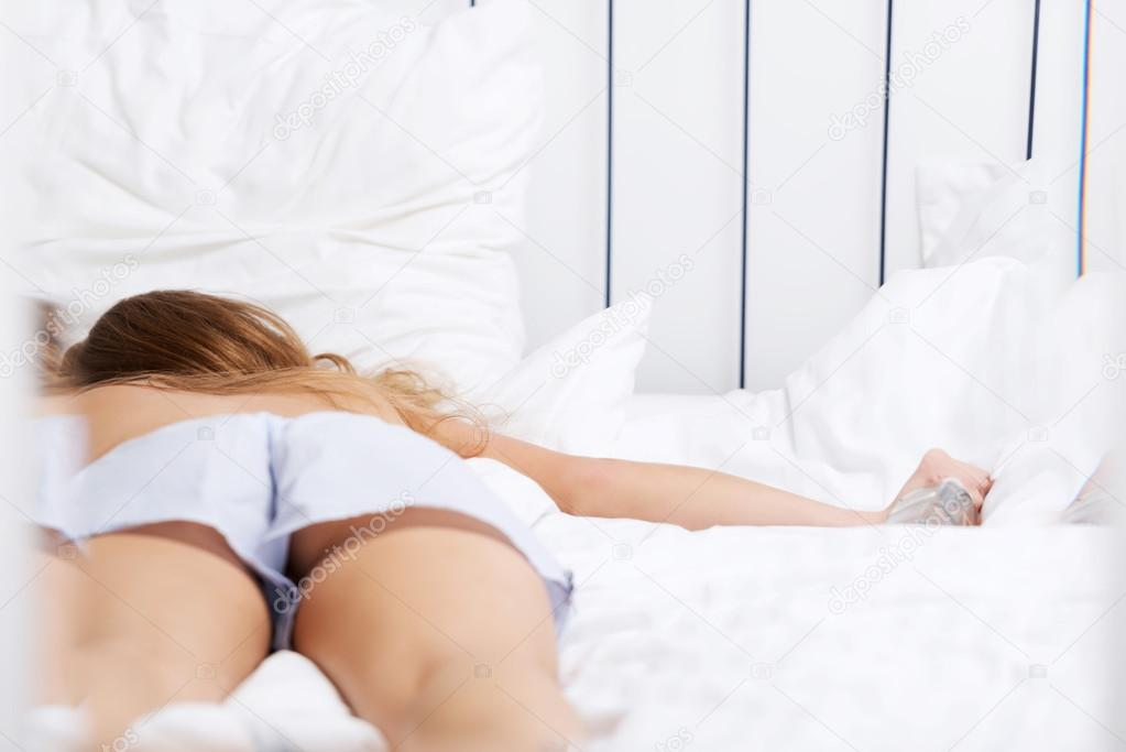 проблема быть фото пьяных женщин в кровати возбуждает настолько, что