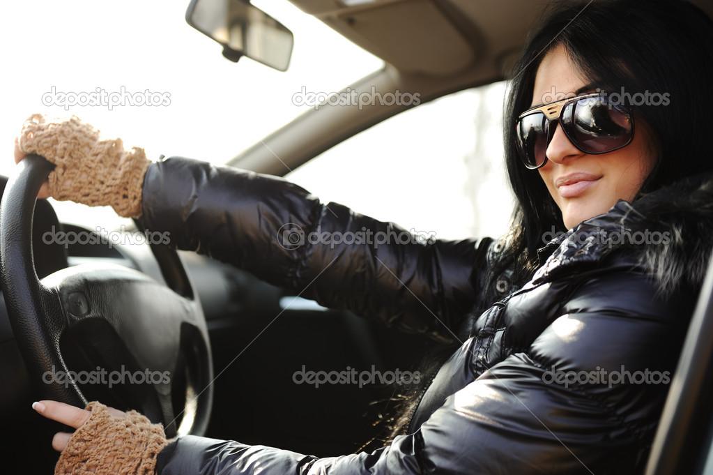 фото красивых брюнеток в машине скачать бесплатно
