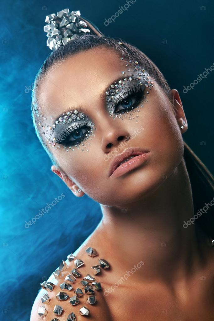 portrait de femme avec maquillage artistique. Black Bedroom Furniture Sets. Home Design Ideas