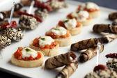 Fotografia snack gourmet piccolo su un piatto
