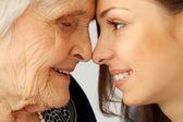 starší žena a vnučka