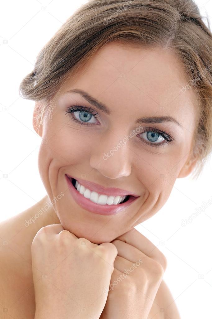 девушка женя с широкой улыбкой пояса катя